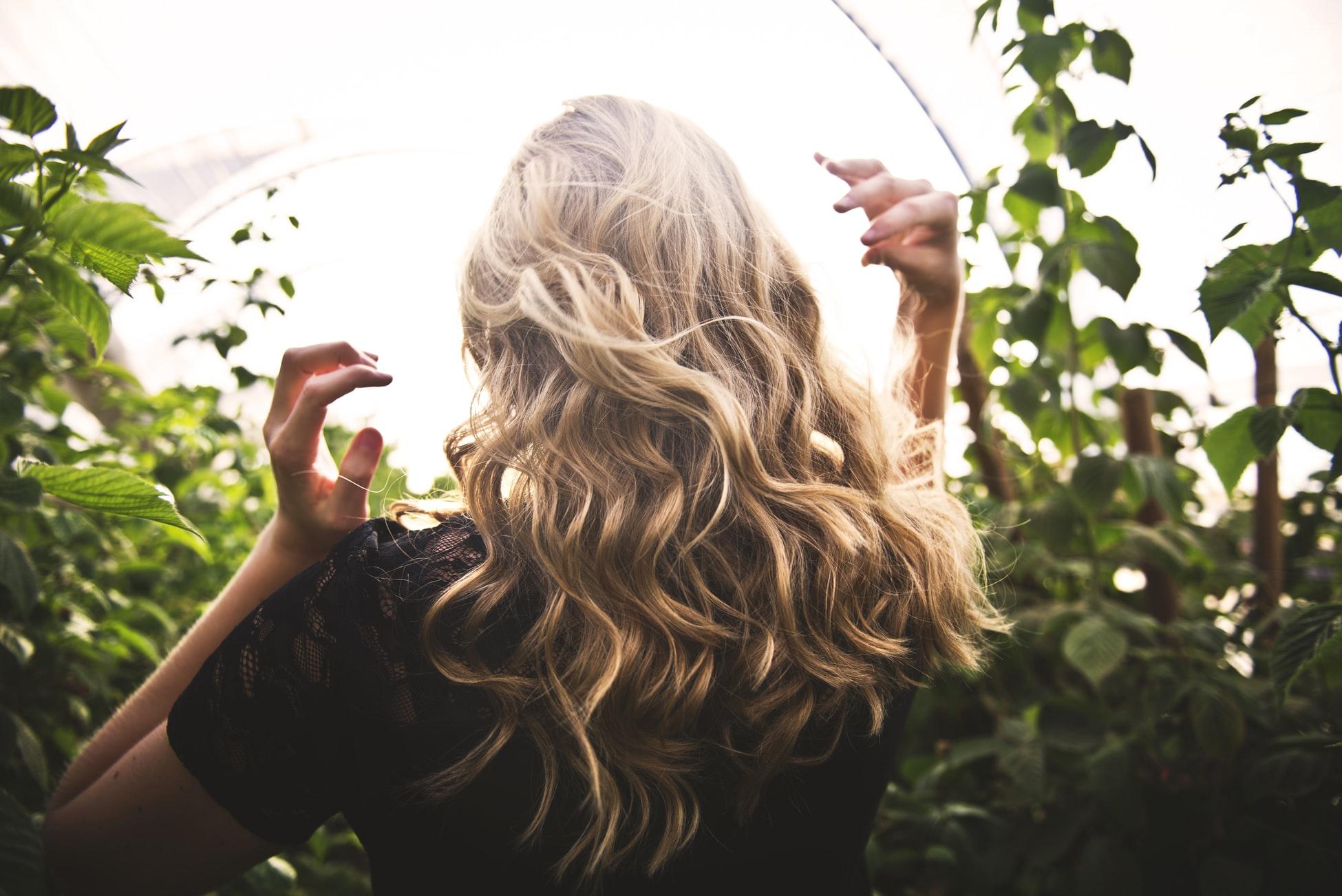 Schöne kräftige Haare symbolisieren Gesundheit und Vitalität