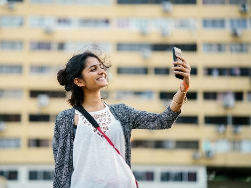 Digitale Moeglichkeiten bei Fernbeziehung nutzen