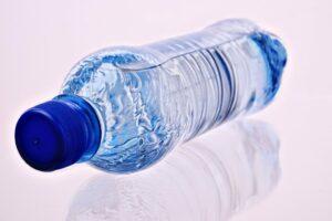 Die Frage ist: Flaschenwasser oder Leitungswasser? Eine Wahl zwischen Not und Elend!